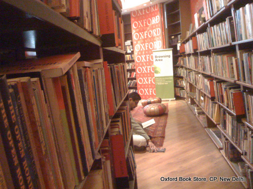 Oxford Book Store, Browsing books